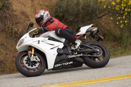 2011 Middleweight Sportbike Shootout - Street 058