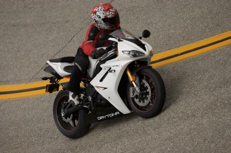 2011 Middleweight Sportbike Shootout - Street 066