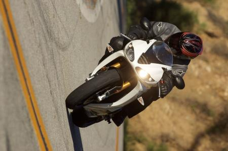 2011 Middleweight Sportbike Shootout - Street 072