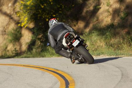 2011 Middleweight Sportbike Shootout - Street 074