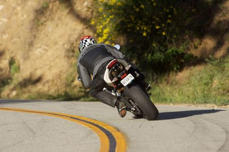 2011 Middleweight Sportbike Shootout - Street 075