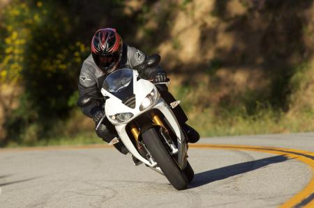 2011 Middleweight Sportbike Shootout - Street 080