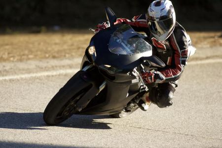 2011 Middleweight Sportbike Shootout - Street 097