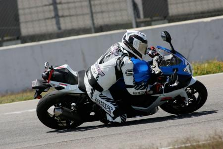 2011 Middleweight Sportbike Shootout - Track 015