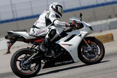 2011 Middleweight Sportbike Shootout - Track 031