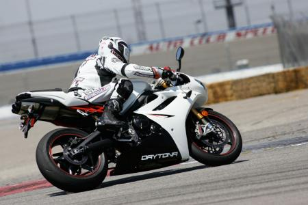 2011 Middleweight Sportbike Shootout - Track 032