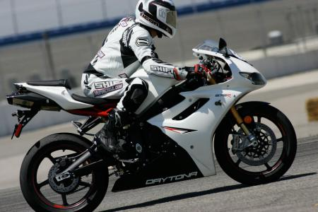 2011 Middleweight Sportbike Shootout - Track 033