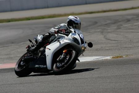 2011 Middleweight Sportbike Shootout - Track 035