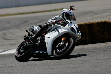 2011 Middleweight Sportbike Shootout - Track 036