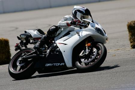 2011 Middleweight Sportbike Shootout - Track 037
