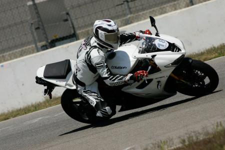 2011 Middleweight Sportbike Shootout - Track 038