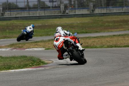 2011 Middleweight Sportbike Shootout - Track 040