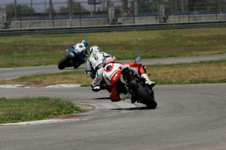 2011 Middleweight Sportbike Shootout - Track 041