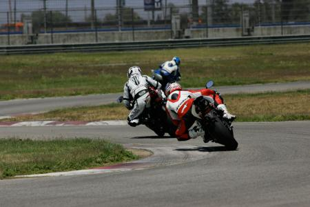 2011 Middleweight Sportbike Shootout - Track 042