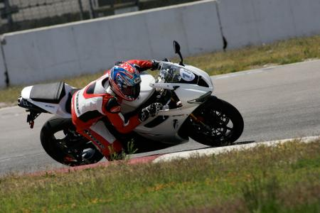 2011 Middleweight Sportbike Shootout - Track 043