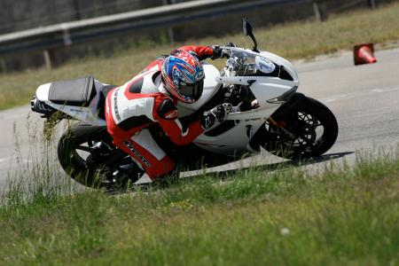 2011 Middleweight Sportbike Shootout - Track 044