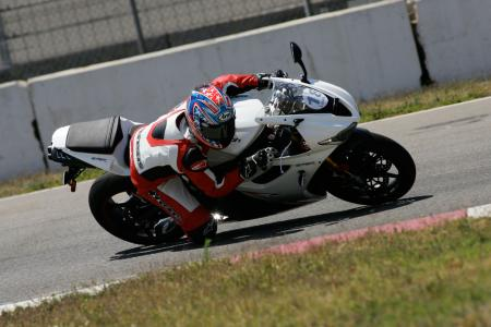 2011 Middleweight Sportbike Shootout - Track 045