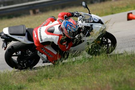 2011 Middleweight Sportbike Shootout - Track 048