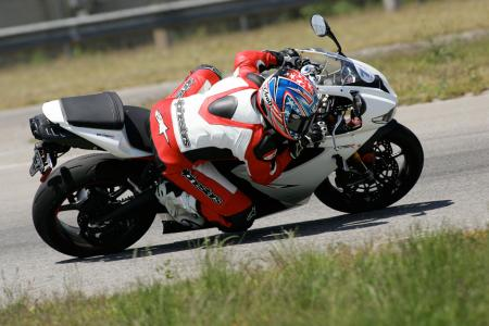 2011 Middleweight Sportbike Shootout - Track 049