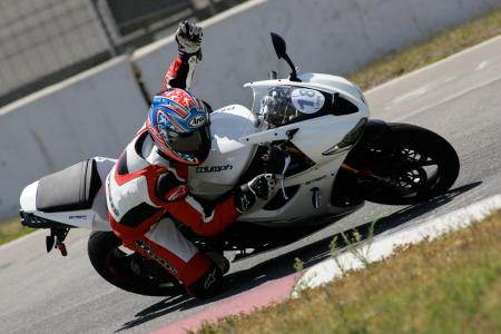 2011 Middleweight Sportbike Shootout - Track 052