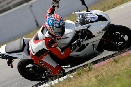 2011 Middleweight Sportbike Shootout - Track 054