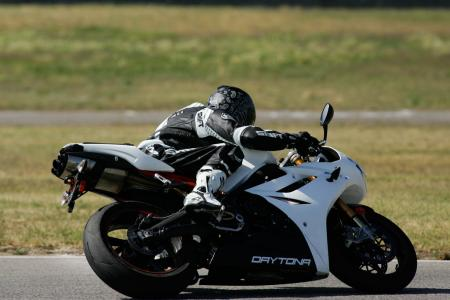 2011 Middleweight Sportbike Shootout - Track 055