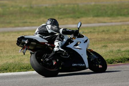 2011 Middleweight Sportbike Shootout - Track 057