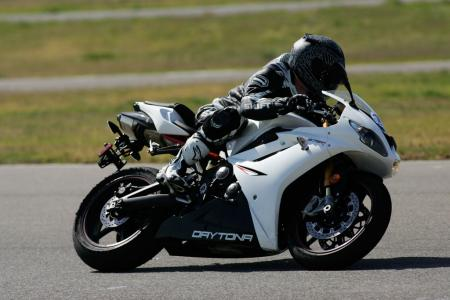 2011 Middleweight Sportbike Shootout - Track 058