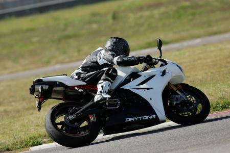 2011 Middleweight Sportbike Shootout - Track 061