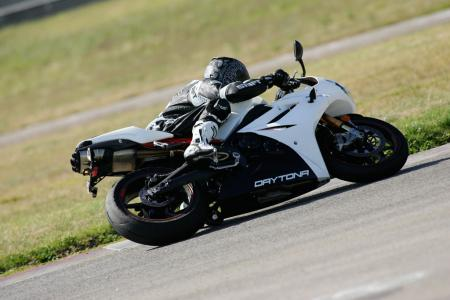 2011 Middleweight Sportbike Shootout - Track 063