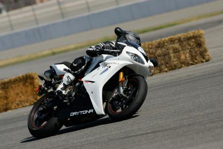 2011 Middleweight Sportbike Shootout - Track 065