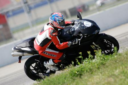2011 Middleweight Sportbike Shootout - Track 068