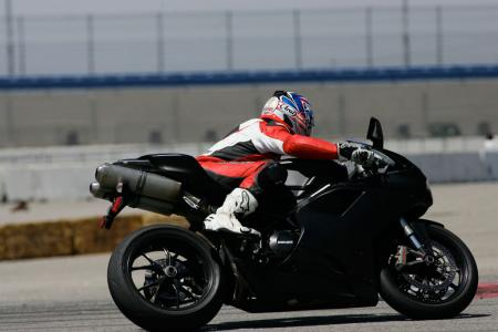 2011 Middleweight Sportbike Shootout - Track 070
