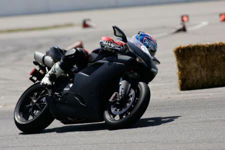2011 Middleweight Sportbike Shootout - Track 072
