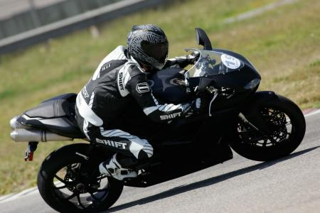 2011 Middleweight Sportbike Shootout - Track 074