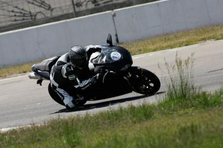 2011 Middleweight Sportbike Shootout - Track 075