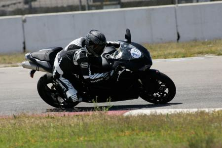 2011 Middleweight Sportbike Shootout - Track 077