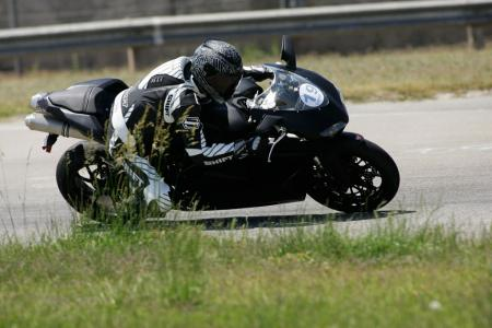 2011 Middleweight Sportbike Shootout - Track 078