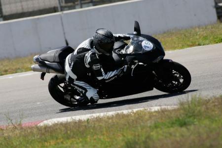 2011 Middleweight Sportbike Shootout - Track 080