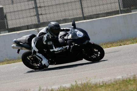 2011 Middleweight Sportbike Shootout - Track 082