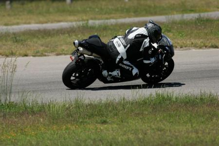 2011 Middleweight Sportbike Shootout - Track 086