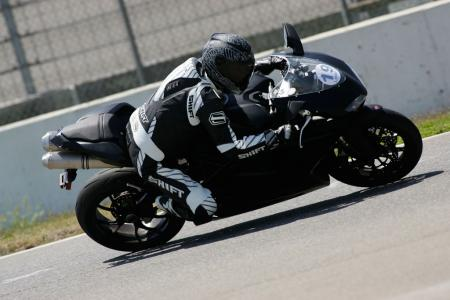 2011 Middleweight Sportbike Shootout - Track 087