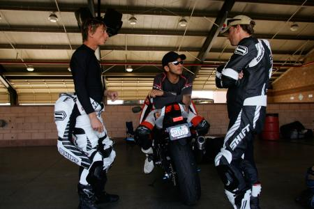 2011 Middleweight Sportbike Shootout - Track 097