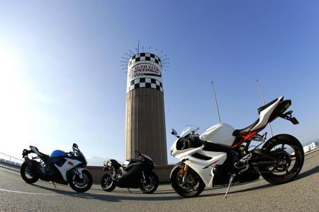 2011 Middleweight Sportbike Shootout - Track 107
