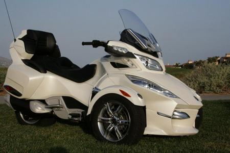 2011 Can-Am Spyder RT Front 3/4