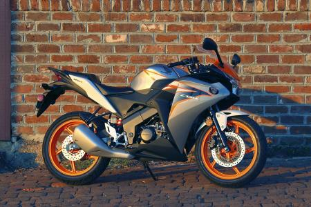 2011 Honda CBR125R Review