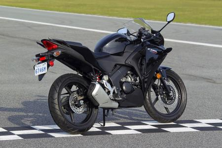 2011 Honda CBR125R Review AN8E6272
