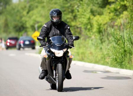 motorcycle-beginner-2011-honda-cbr250r-newbie-review-04