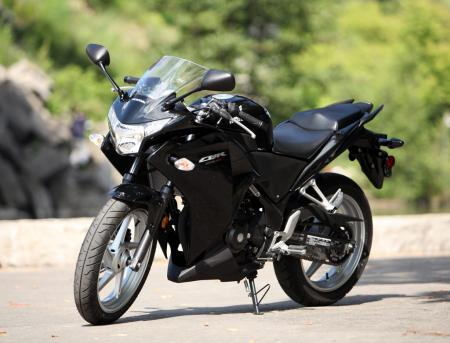 motorcycle-beginner-2011-honda-cbr250r-newbie-review-06