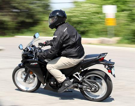 motorcycle-beginner-2011-honda-cbr250r-newbie-review-09